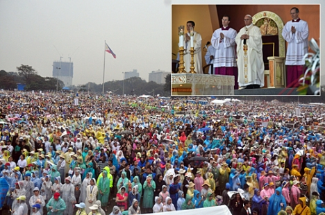 World record. Filipinos fill the Rizal Park and the areas nearby to attend the mass celebrated by Pope Francis (inset) at the Quirino Grandstand on Sunday. Ey Acasio and AFP
